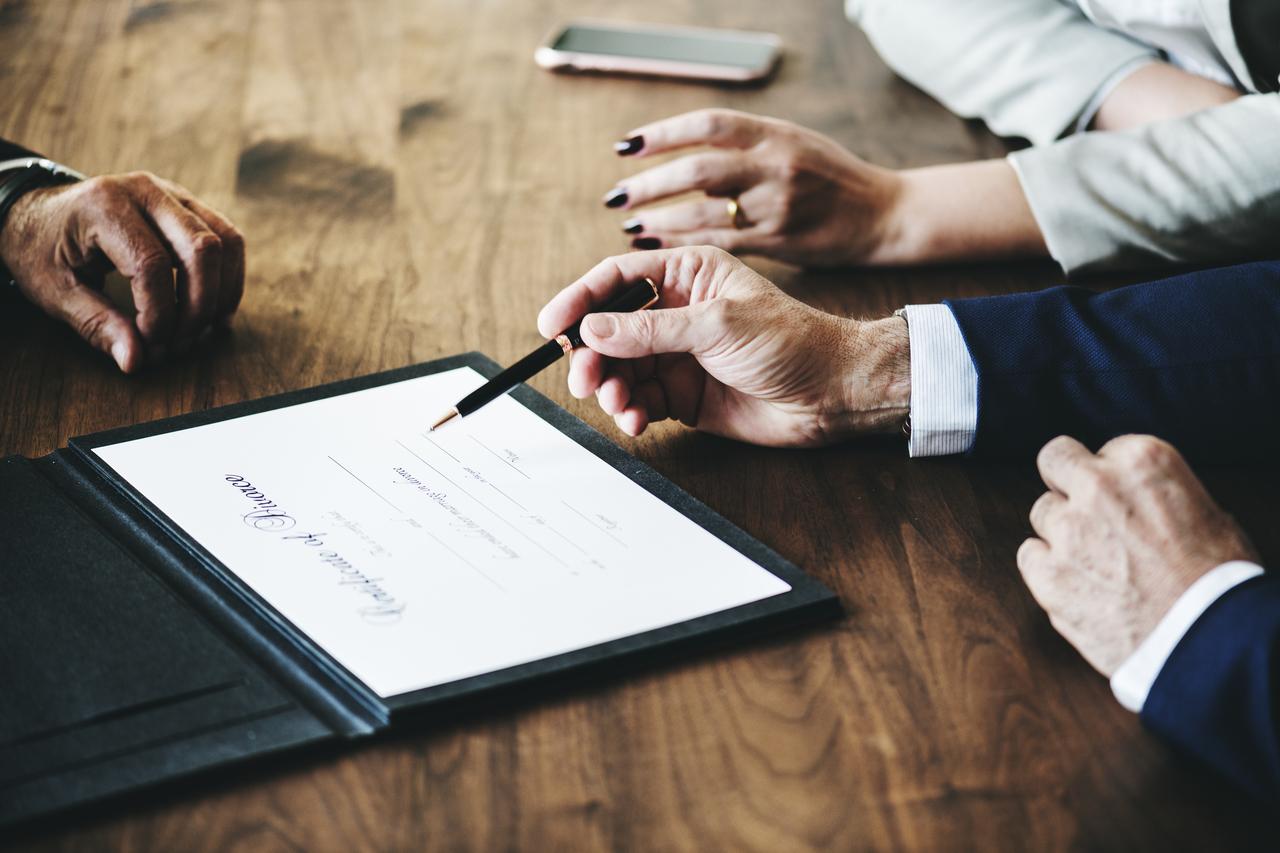 imagem para ilustrar artigo sobre contratos imobiliários em exclusivo