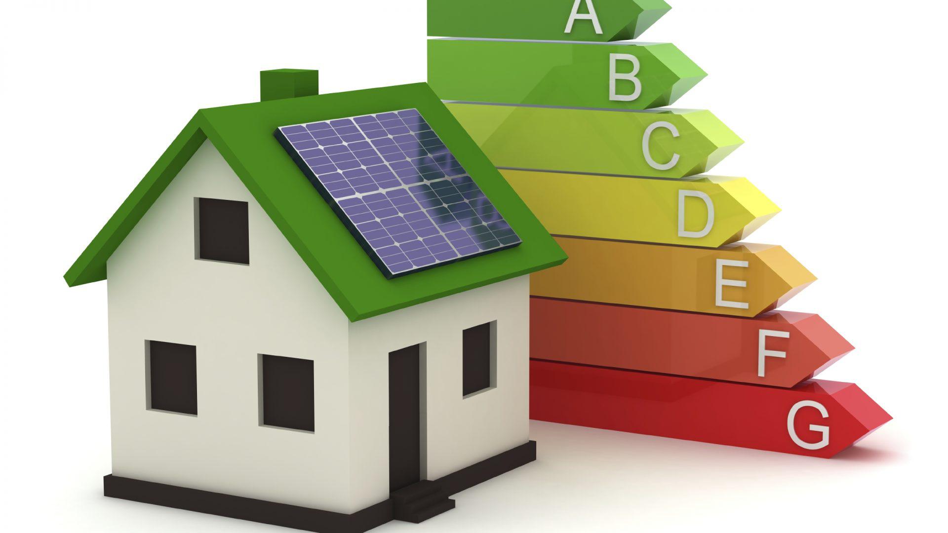 Casa com telhado verde e painel solar, com símbolo de cores do certificado energético